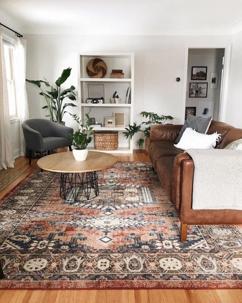Impossível imaginar a composição perfeita sem o tapete! Via: Decoratrend