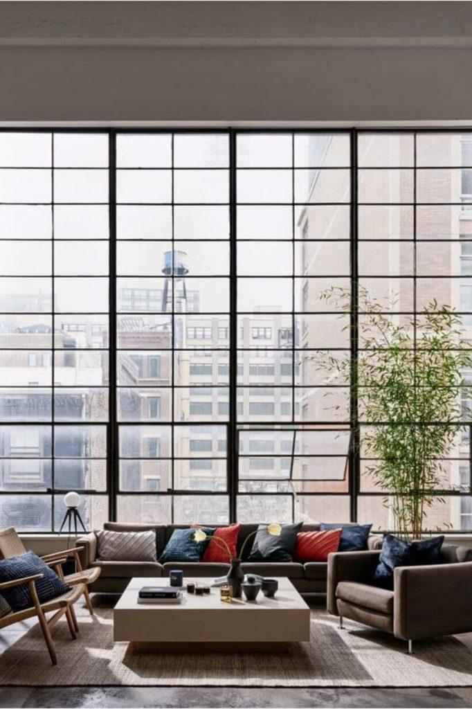 A luz natural das janelas equilibra beleza e bem-estar. Via: pinterest.