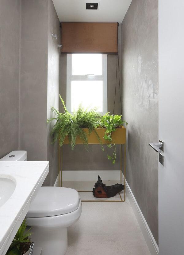 Cimento queimado nas paredes do banheiro.