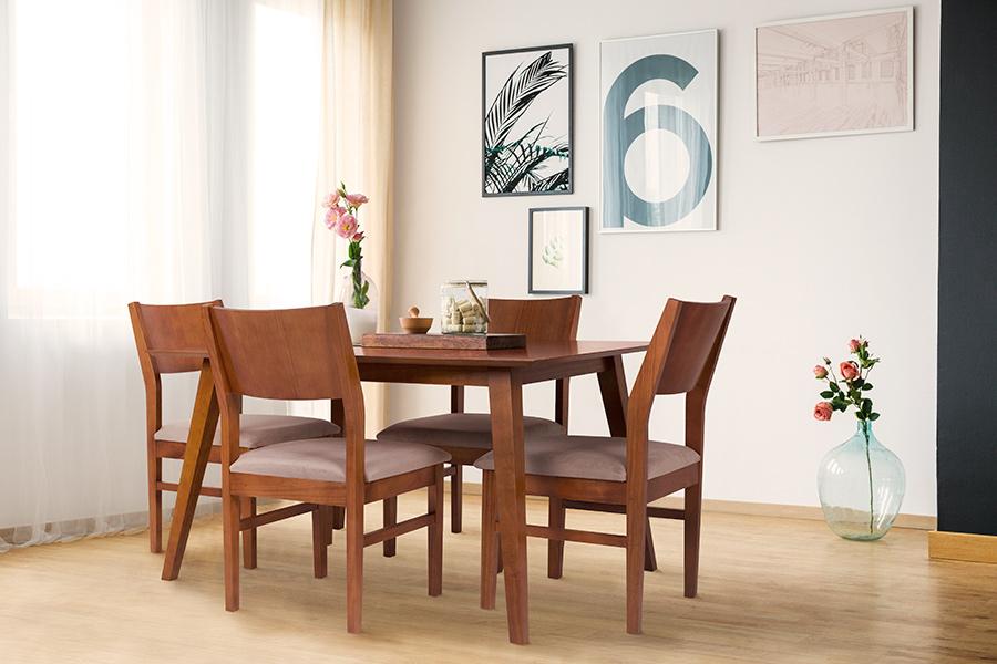Sala de Jantar com mesa de pés retos e cadeiras de madeira sem braços.
