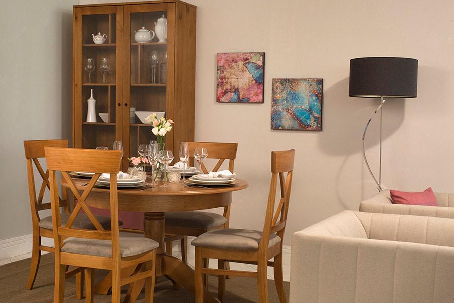 Mesa Tea extensível na Sala de Jantar.