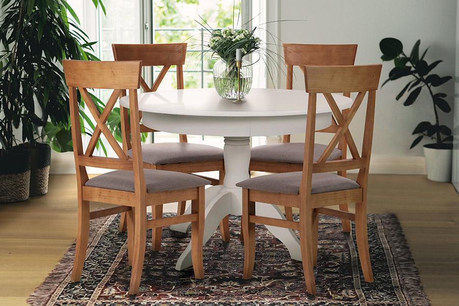Mesa extensível na Sala de Jantar.