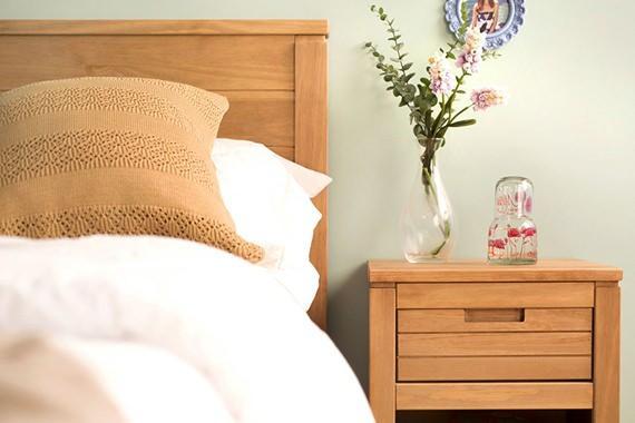 Móveis para o quarto com lindo acabamento em cera natural