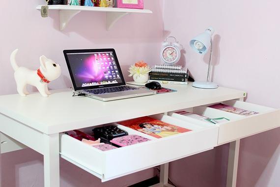 Escrivaninha com gavetas