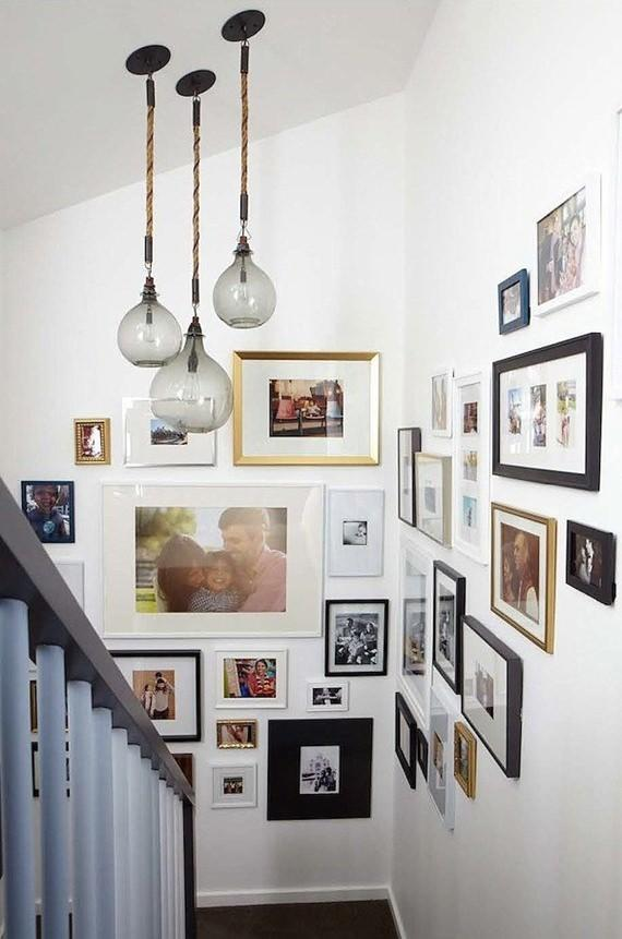Fotos da família no corredor