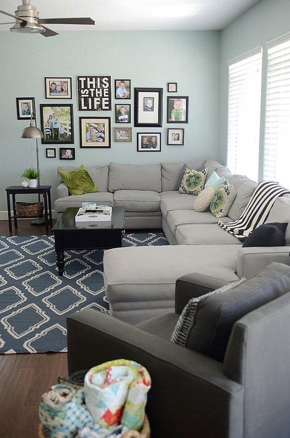 Fotos na parede da sala de estar