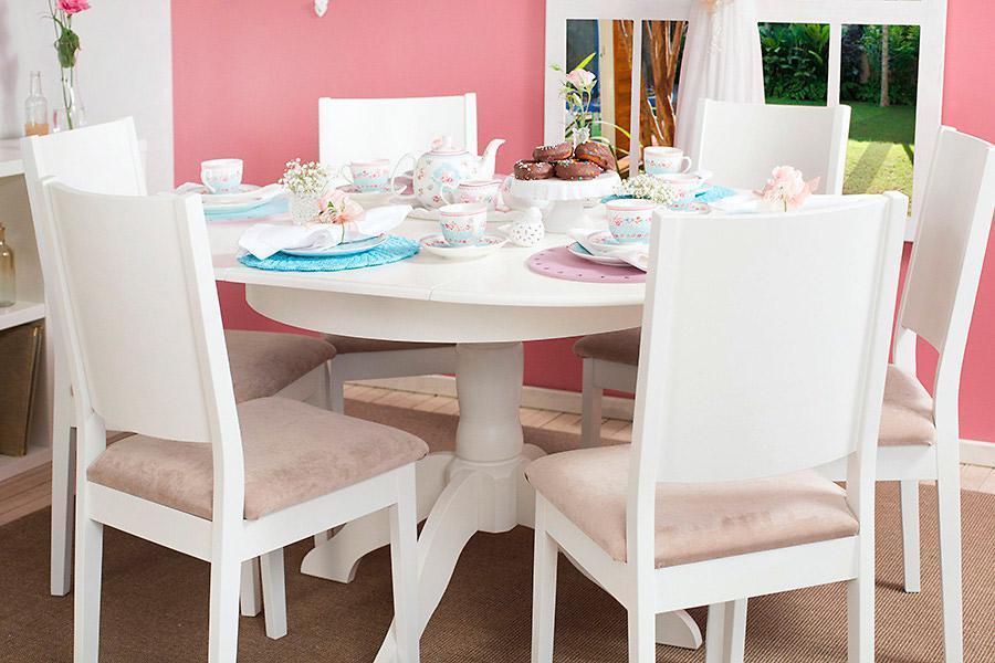 Mesa redonda e cadeiras sem braço
