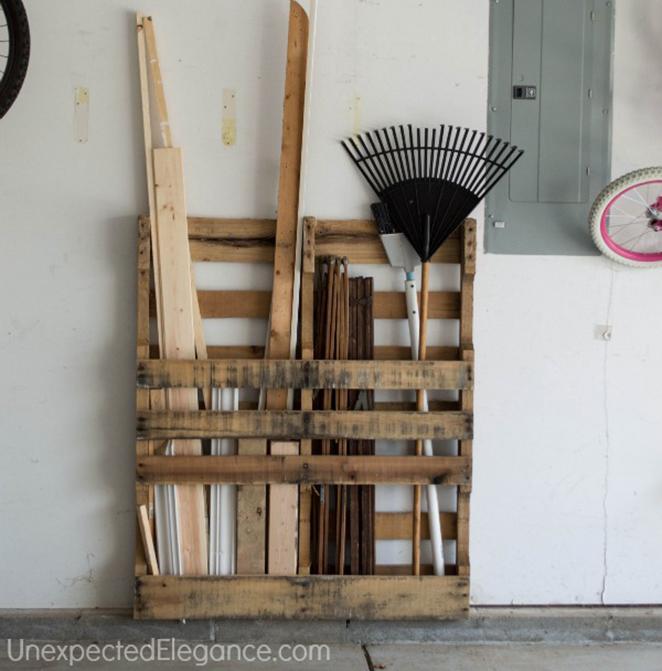 Aprenda como organizar sua garagem com pallets