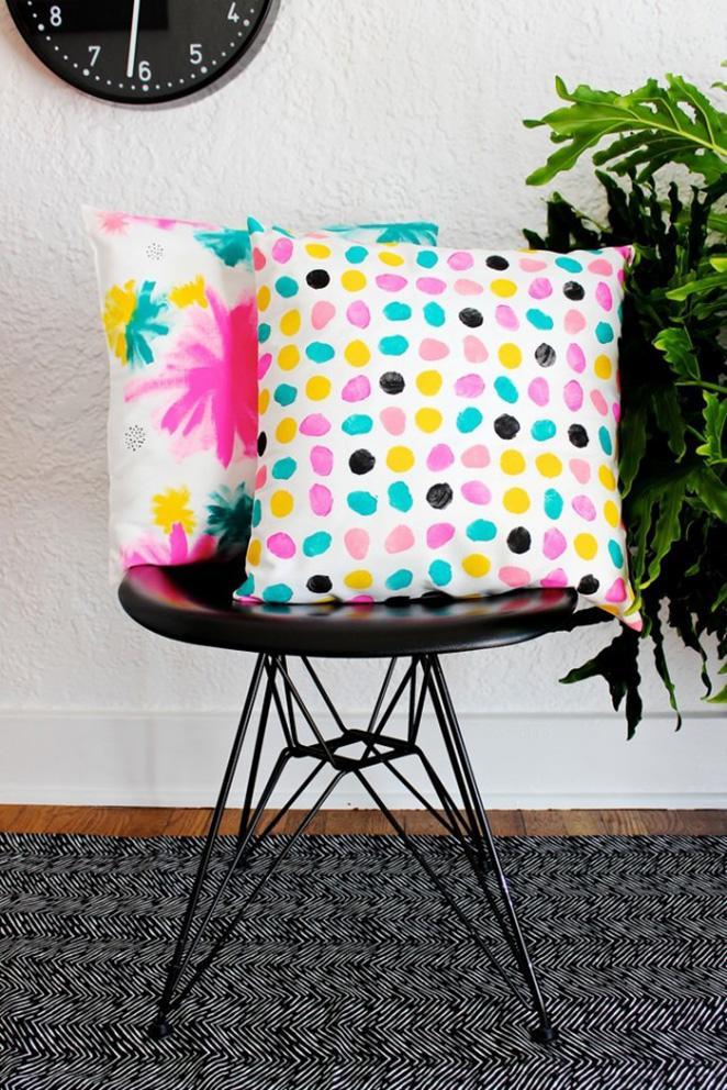 Como-reformar-o-quarto-gastando-pouco-passo-a-passo-para-pintar-almofadas