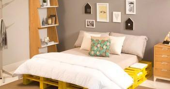 quarto de casal decorado com amarelo e cinza