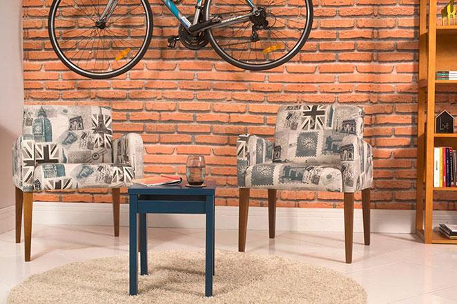 cantinho com bicicleta na decoracao, poltronas e parede de tijolos