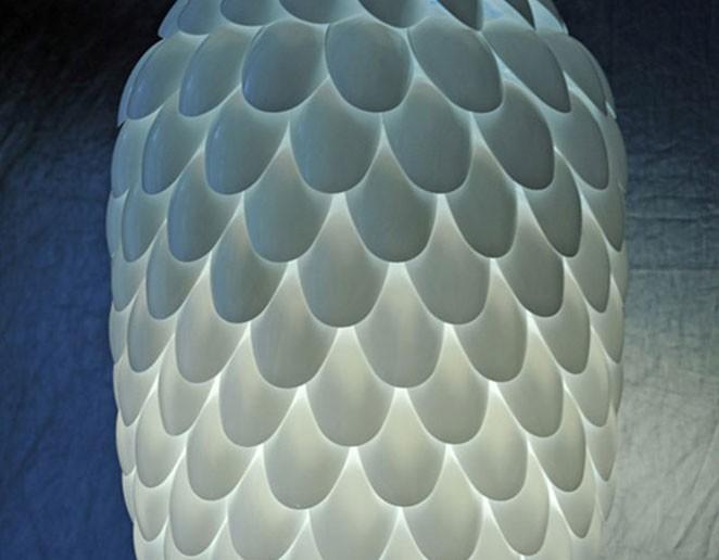 DIY luminaria de colher de plastico