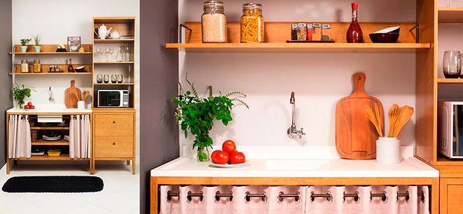 cozinha pequena e decorada com balcão funcional