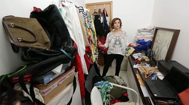 como organizar um closet pequeno com escritorio