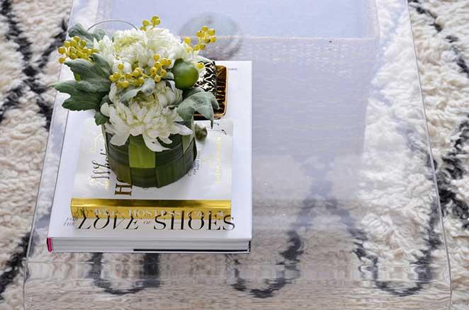 mesa de centro de sala pequena de apartamento pequeno decorado