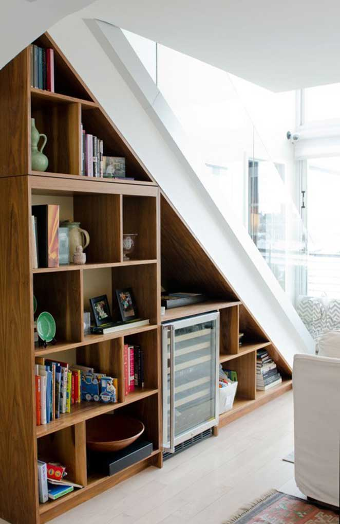 aproveitando o espaco vertical para organizar embaixo da escada