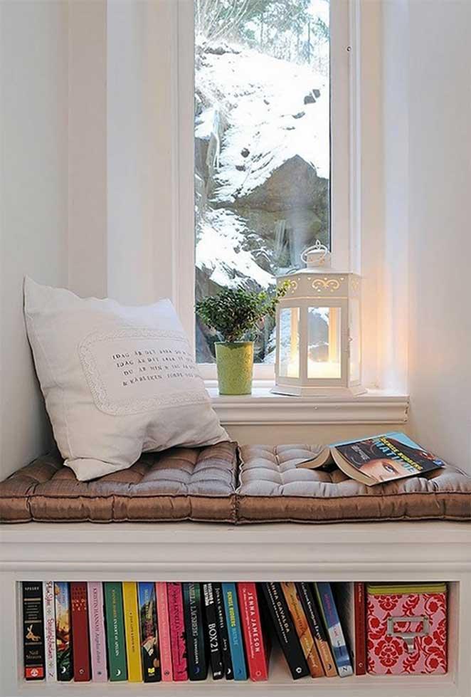 Cantinho-de-leitura-no-quarto-com-estantes