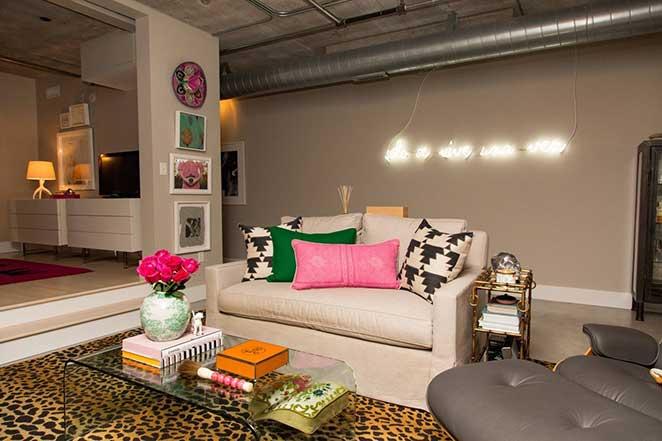 Loft-decorado-com-sala-colorida