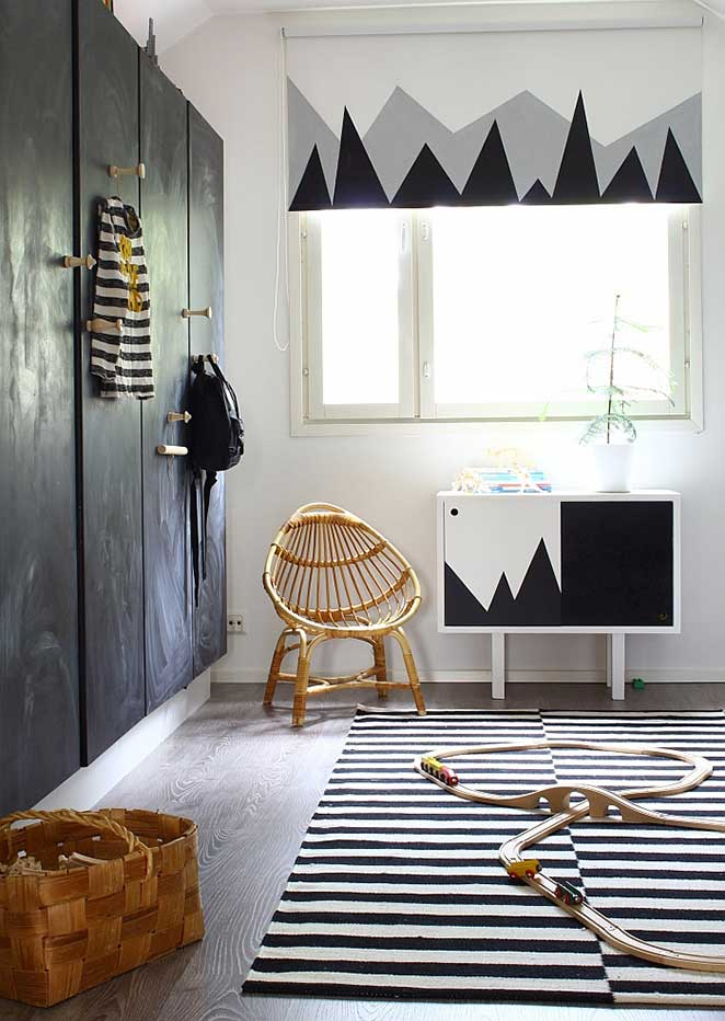 quarto infantil preto e branco com pinturas divertidas