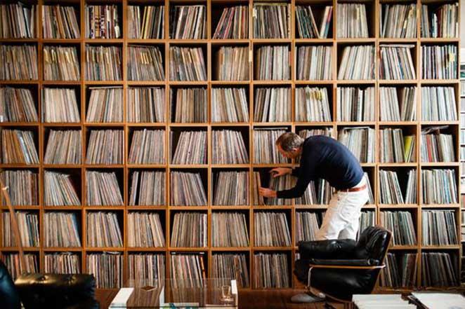 como organizar discos de vinil em estante