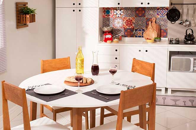Cozinha-compacta-com-mesa-de-jantar