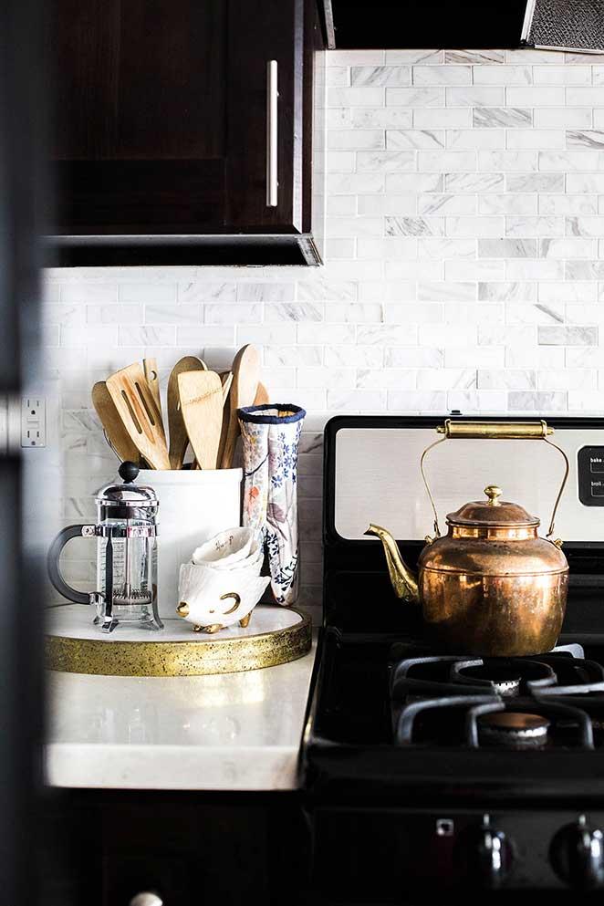 decoracao-simples-para-quitinete-cozinha-subway-tiles-2