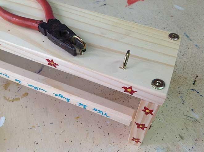 diy-porta-chaves-instalando-ganchos