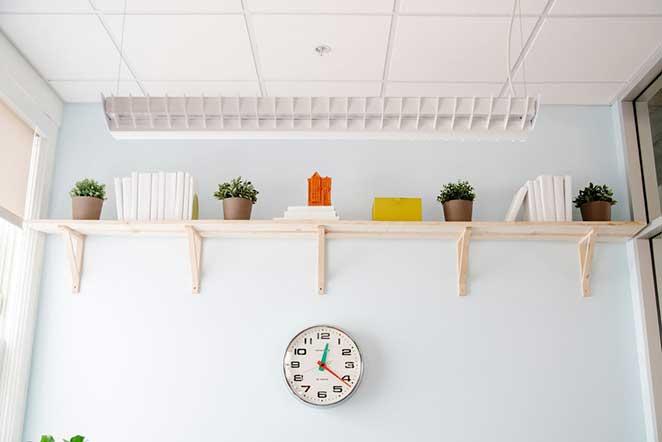 escritorio-pequeno-prateleira-alta-2