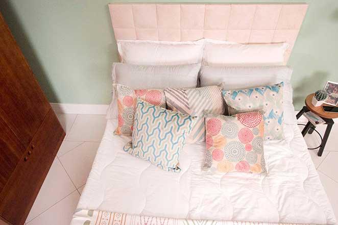 quarto-de-casal-funcional-cama-com-almofadas