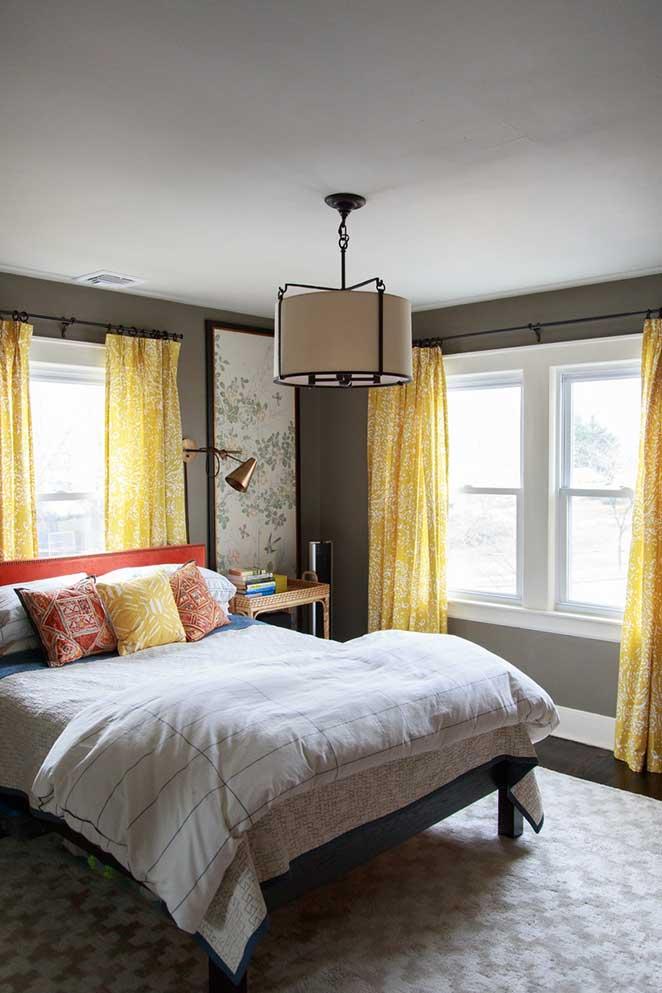 cabeceira-com-cortina-na-frente-da-janela
