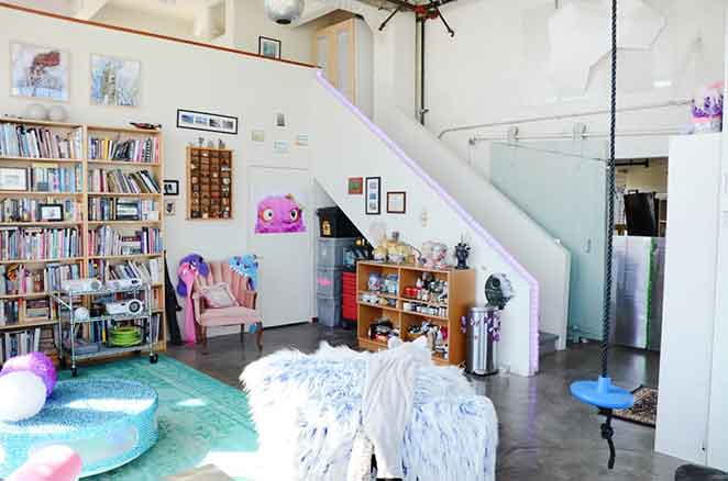 decoracao-divertida-lounge-estantes