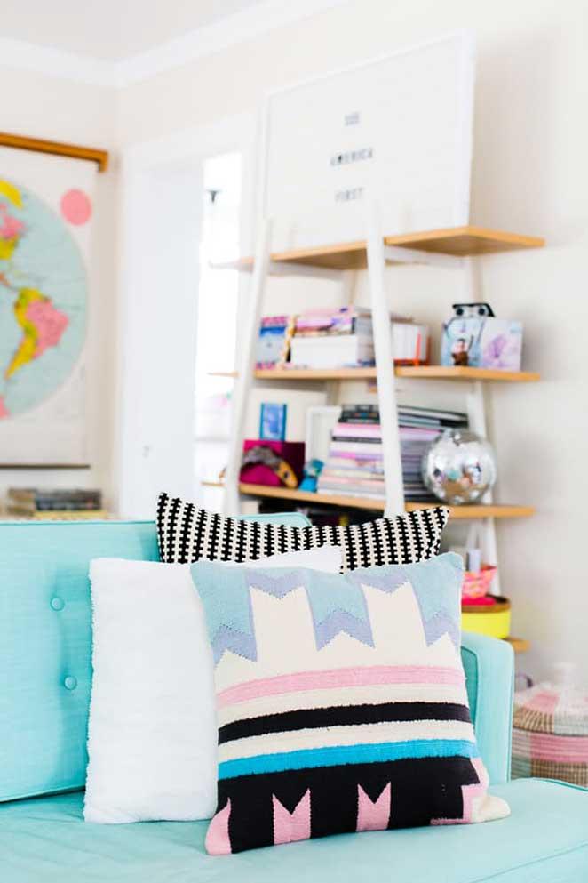 decoracao-colorida-sala-almofada