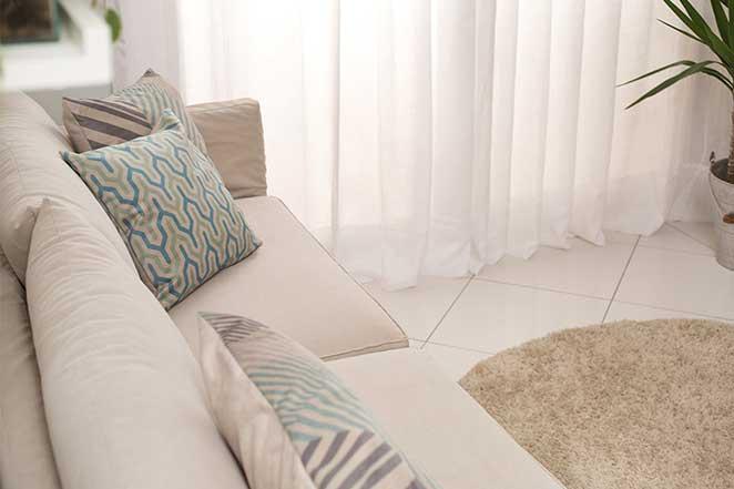 sala-de-estar-pequena-sofa-detalhe