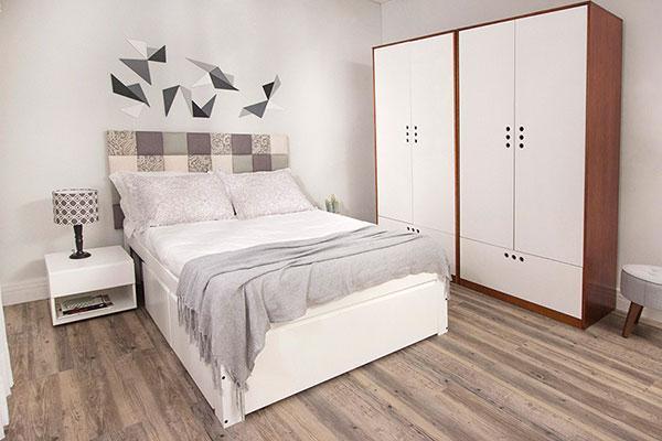 decoracao de quarto de casal pequeno com guarda-roupas
