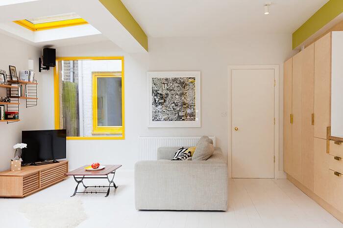 Imagem da sala na ampliação de casa vitoriana realizada por Nimtim Architects