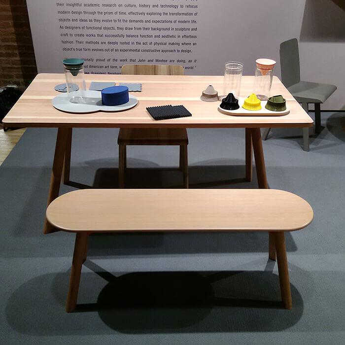 mesas e bancos do Studio Gorm