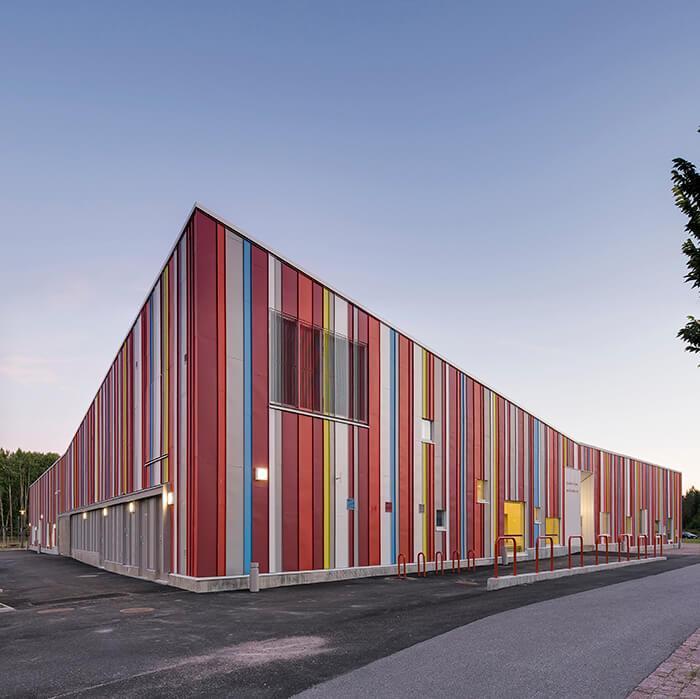 Quina do prédio colorido que abriga creche na Finlândia
