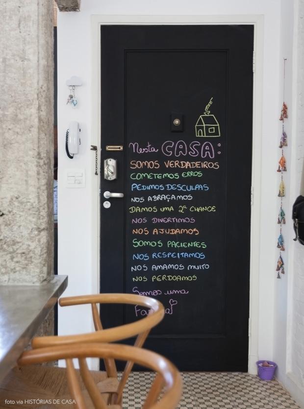 decorando portas: porta com tinta de lousa