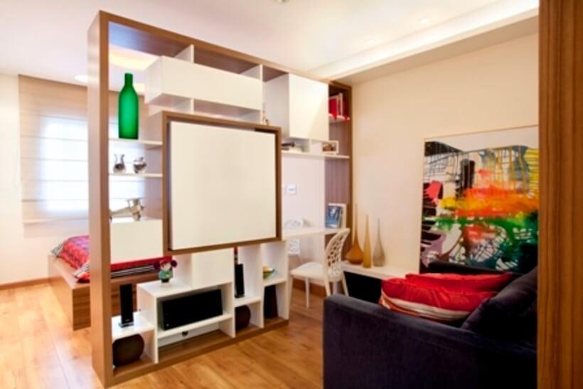 sala de estar integrada com quarto de casal