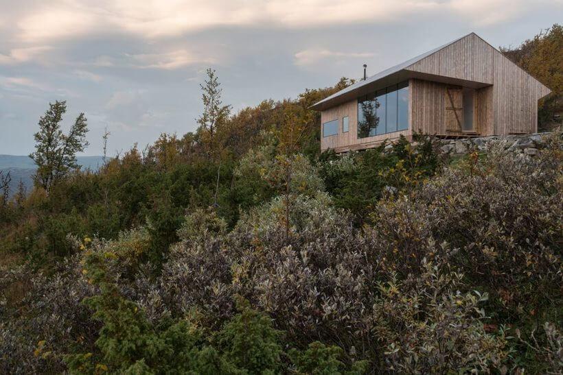 Casa de frente para o lago com vista