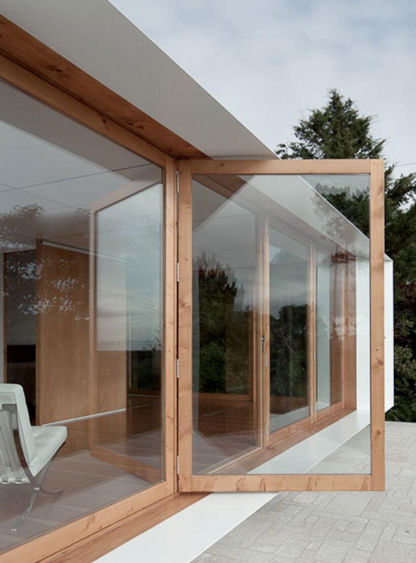 casa mima com porta de vidro aberta