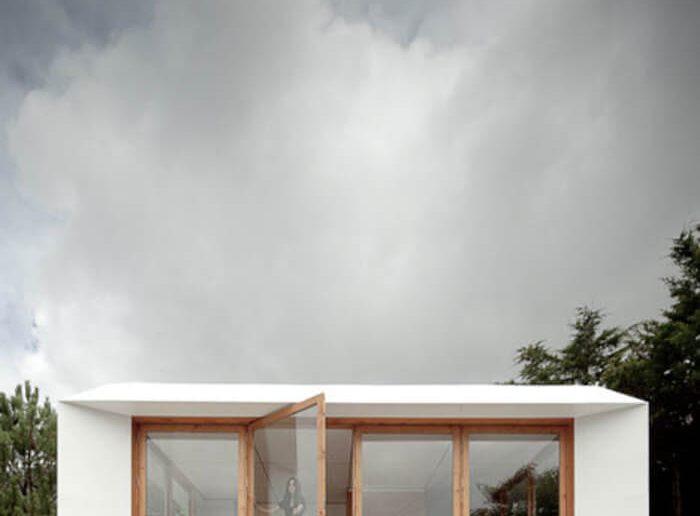 Casa com facha em vidro