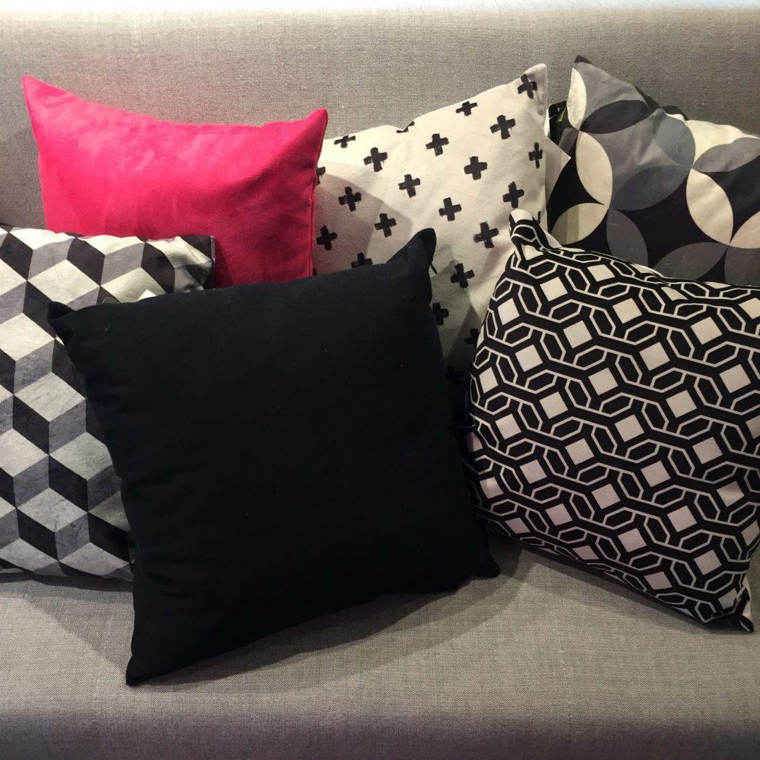 96b751b2ea5846 Aprenda a usar almofadas coloridas na decoração