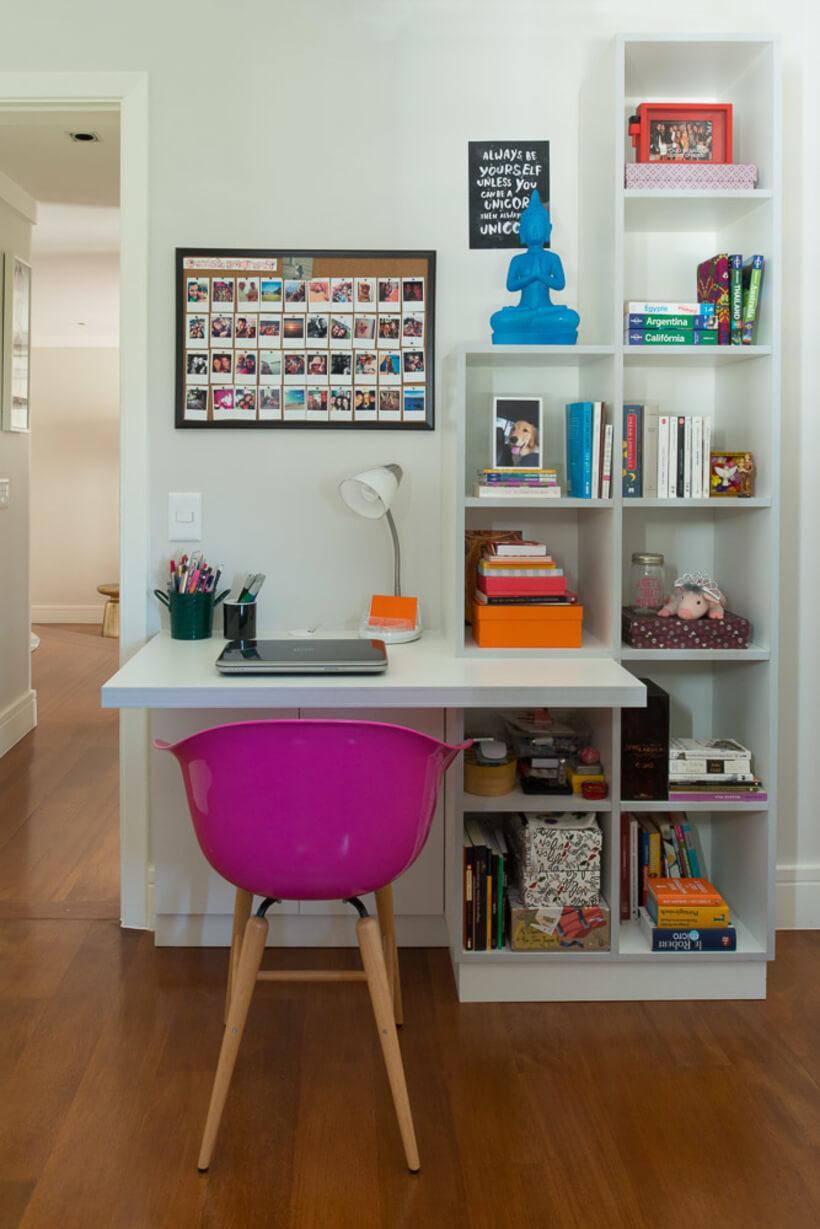 quarto de solteiro com mini escritório