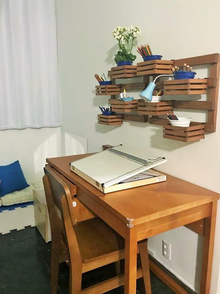 espaço de desenho com escrivaninha