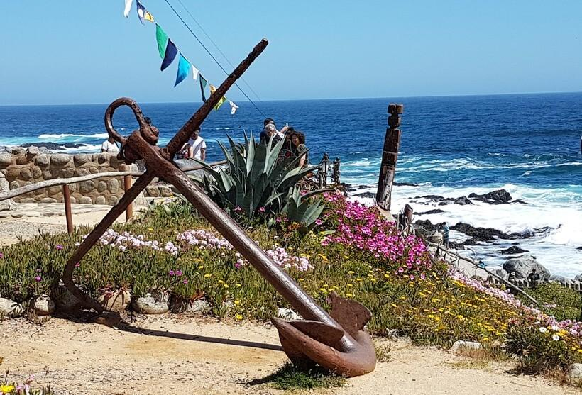 A âncora fica ao lado do lugar onde Matilde e Neruda foram enterrados, na casa de Isla Negra