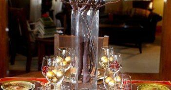 bolinhas de natal em taças para decorar a mesa