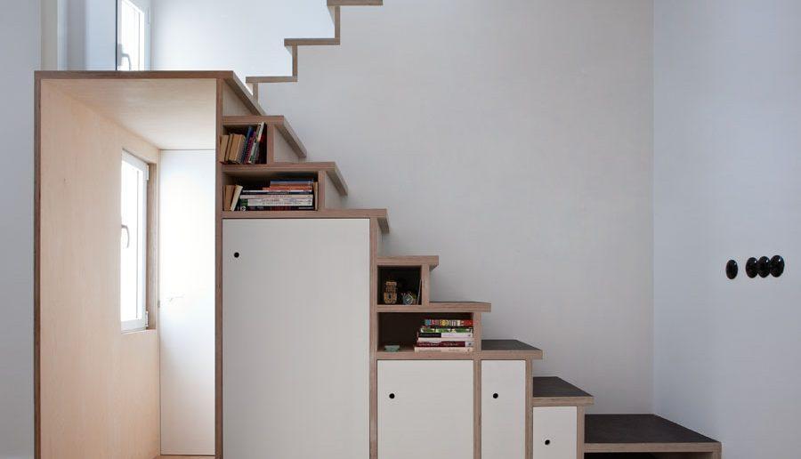 armários embaixo da escada