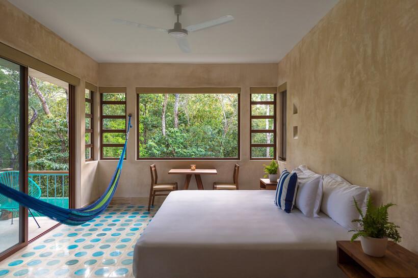 quarto de hotel com piso de ceramica colorido no mexico