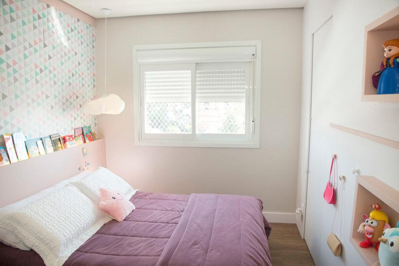 suite quarto de menina com nichos de mdf rosa embutidos na parede